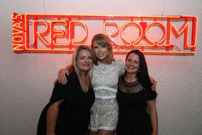 Taylor Swift: Novas Red Room Hamilton Island -05