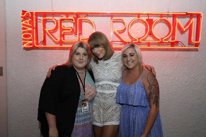 Taylor Swift: Novas Red Room Hamilton Island -06
