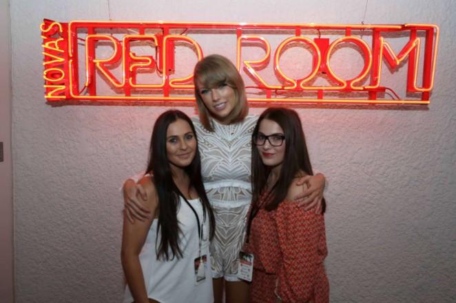 Taylor Swift - Nova's Red Room Hamilton Island in Australia