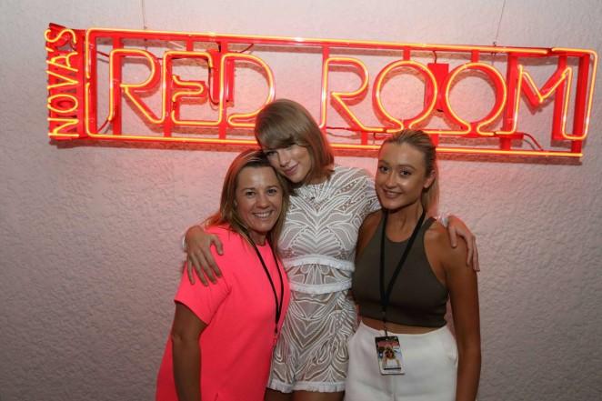 Taylor Swift: Novas Red Room Hamilton Island -17