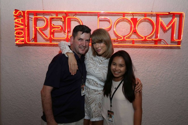 Taylor Swift: Novas Red Room Hamilton Island -18