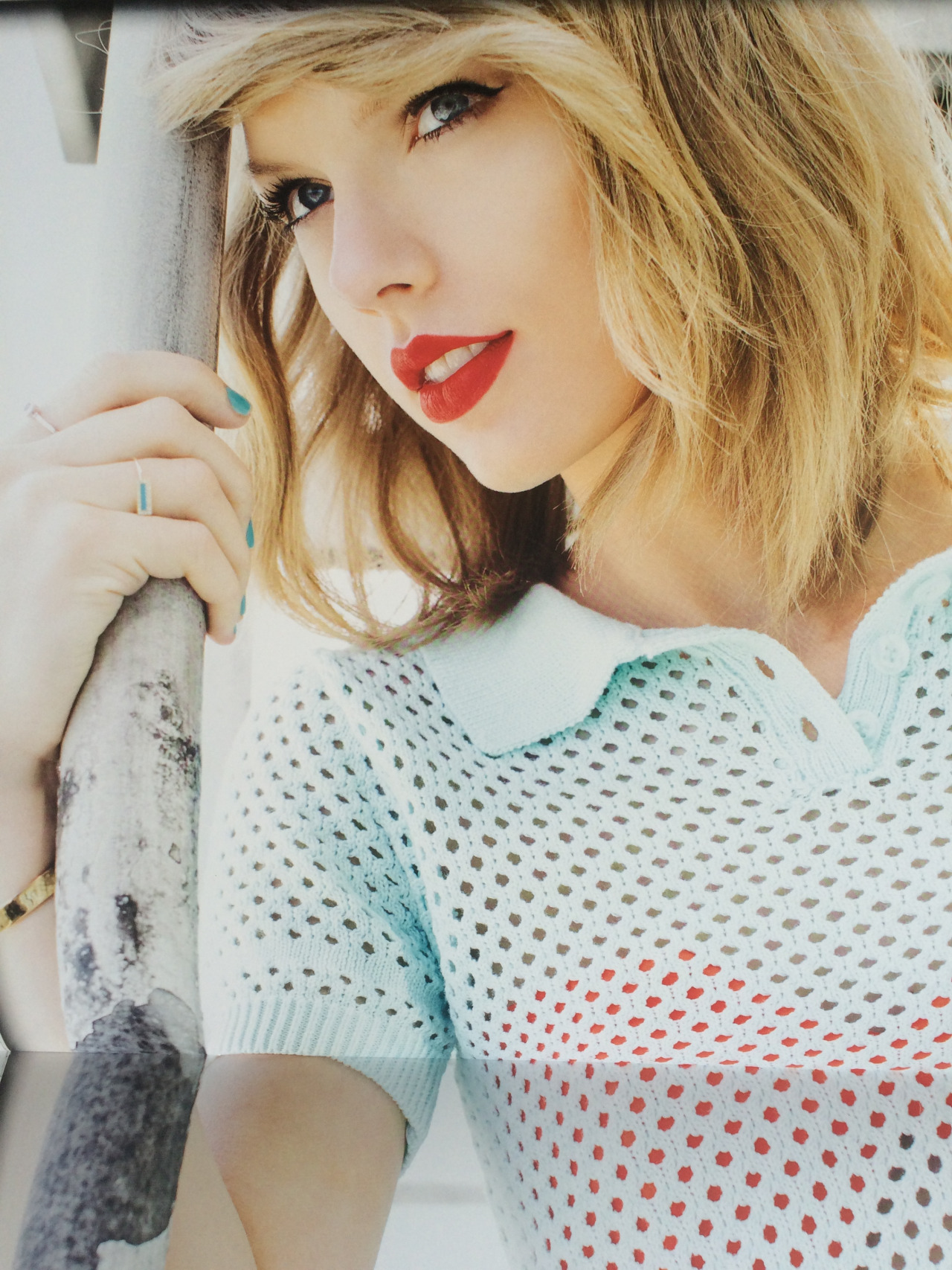 Taylor Swift Official Calendar 2016 04 Gotceleb