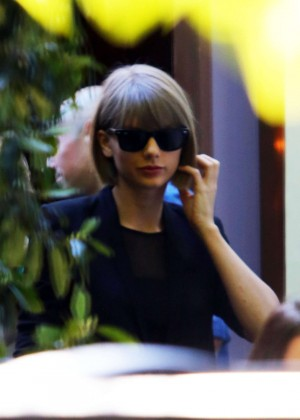 Taylor Swift out for lunch in West Hollywood