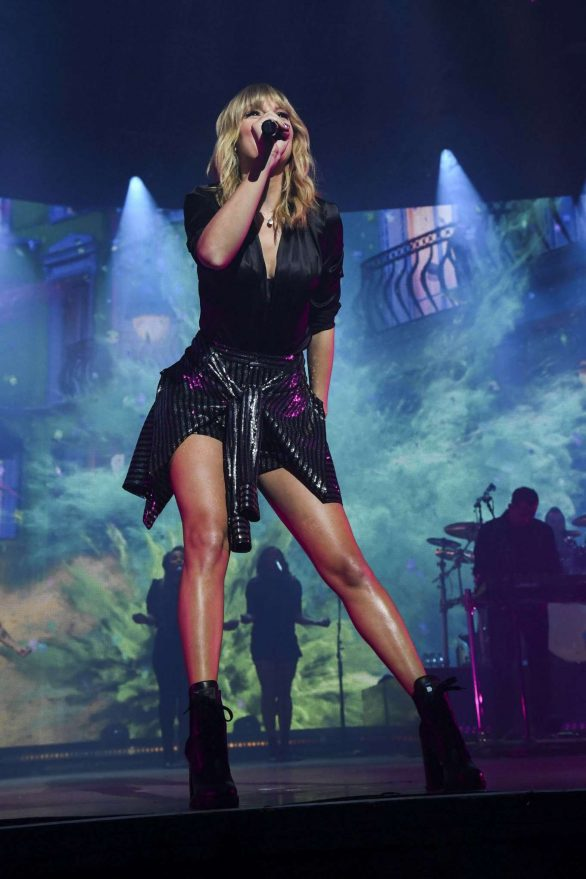 Taylor Swift - Perform at City of Lover Concert in Paris