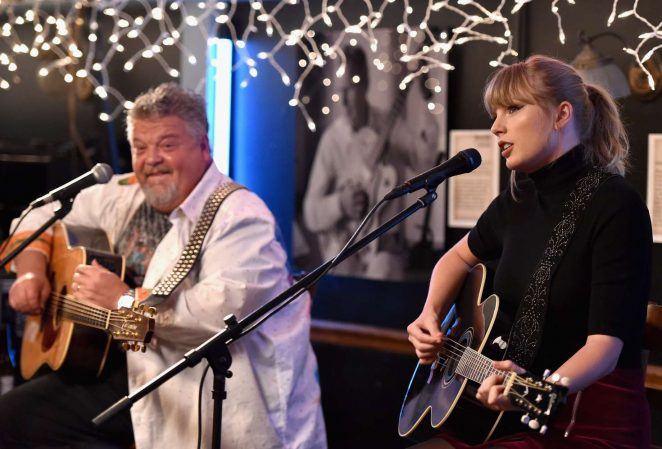 Taylor Swift – Performance at the Blue bird Cafe in Nashville