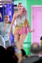 Taylor Swift - Performing at 2019 Billboard 2019 Music Awards