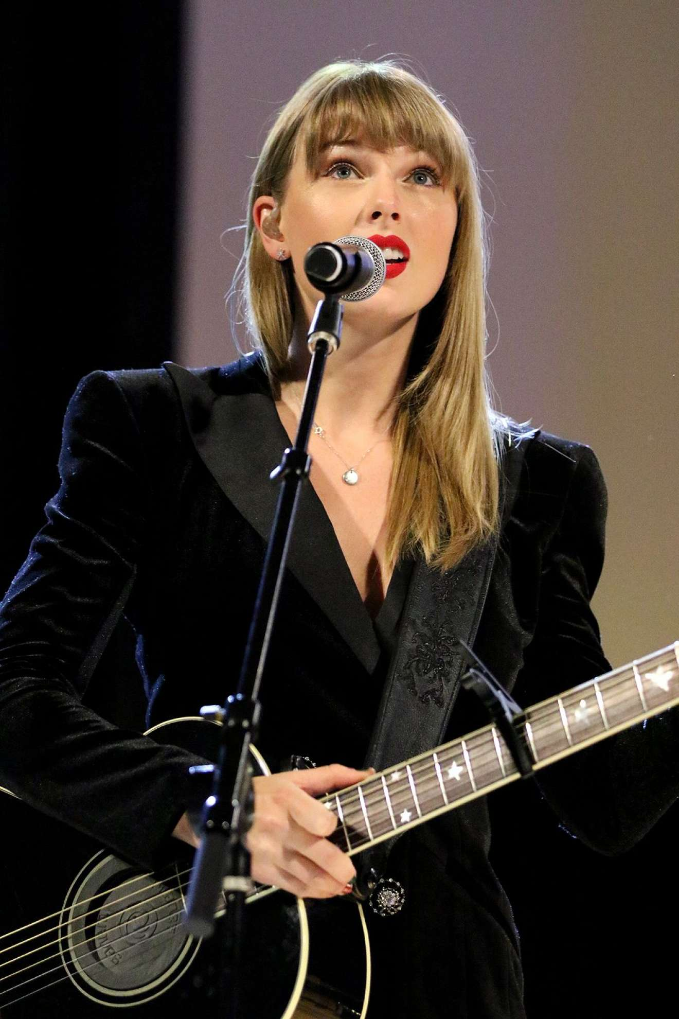 Taylor Swift Performing At Ally Coalition Talent Show Benefit Concert In Nyc 11 Gotceleb