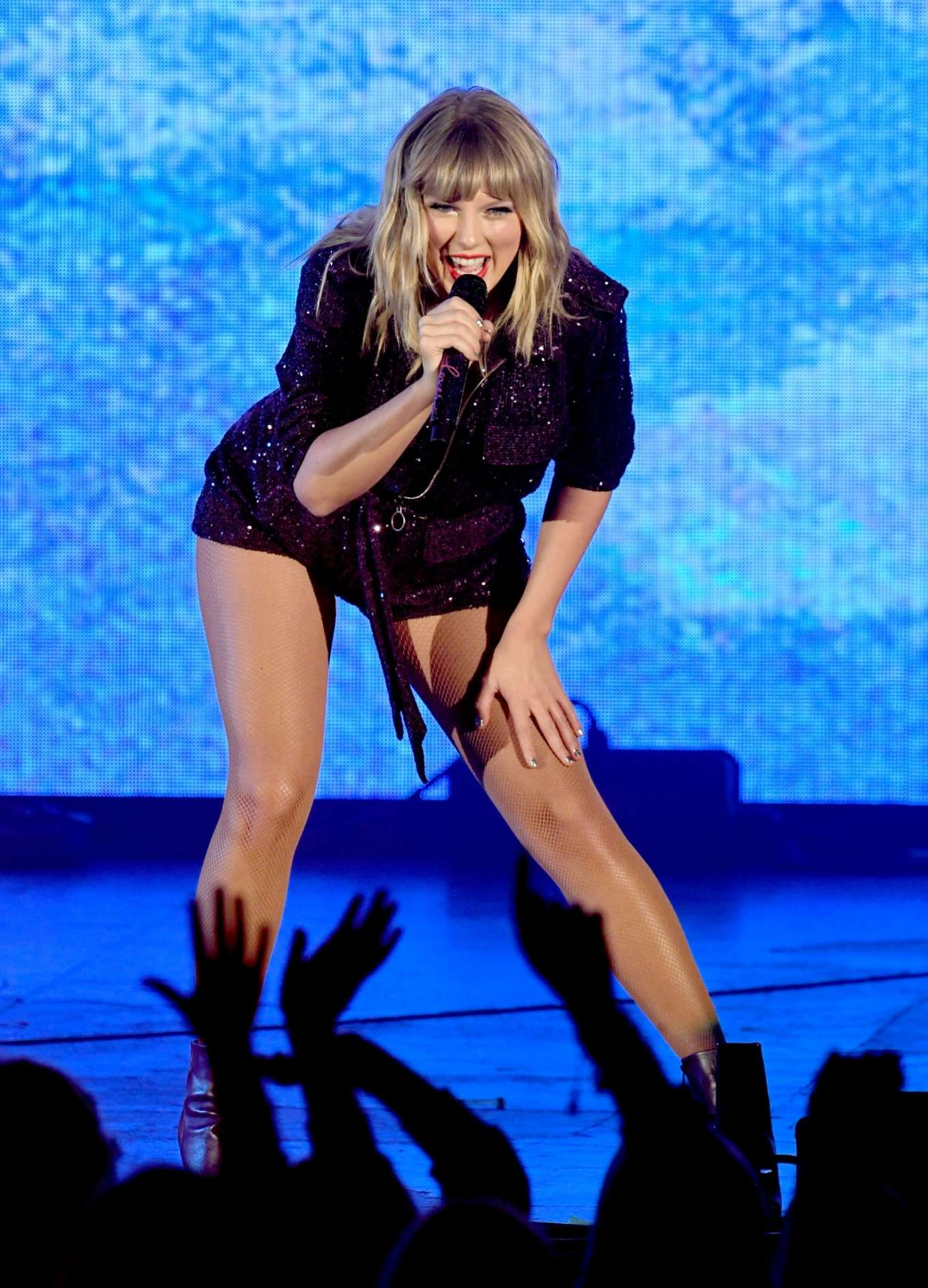 Taylor Swift 2019 : Taylor Swift – Performing at We Can Survive Concert-02