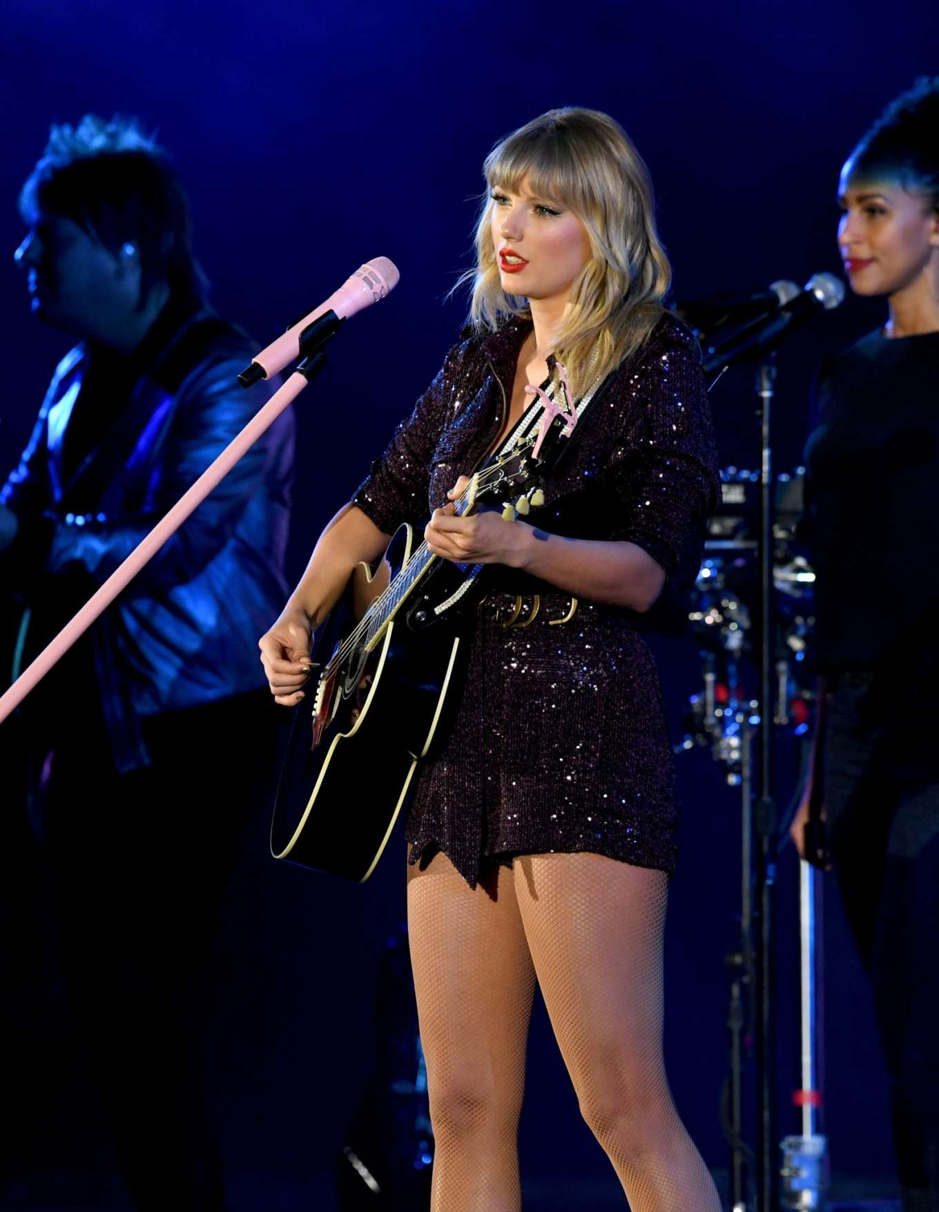 Taylor Swift 2019 : Taylor Swift – Performing at We Can Survive Concert-08