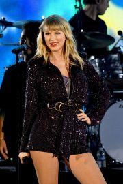 Taylor Swift - Performing at We Can Survive Concert in Los Angeles
