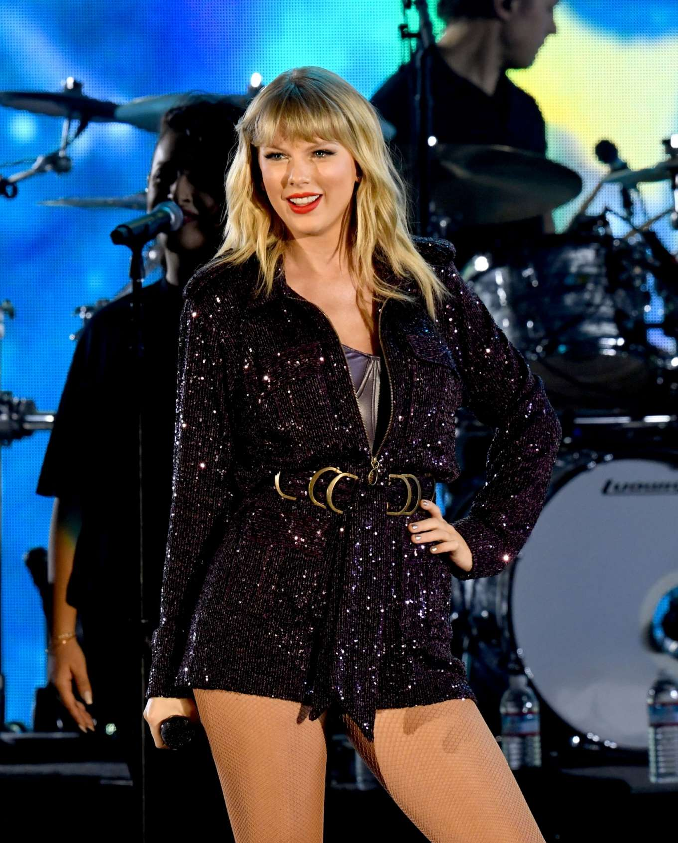 Taylor Swift - Performing at AT&T's We Can Survive Concert in Los Angeles