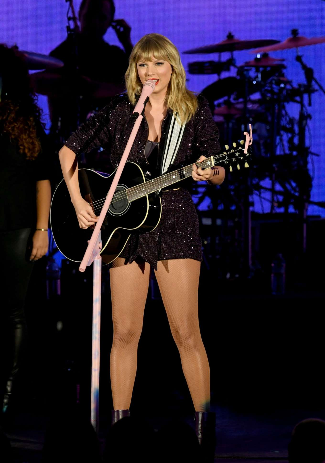 Taylor Swift 2019 : Taylor Swift – Performing at We Can Survive Concert-14