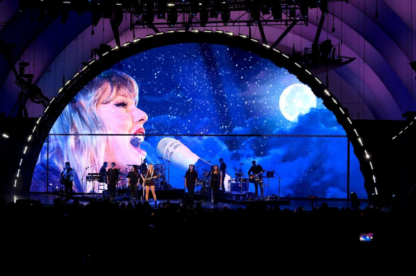 Taylor Swift 2019 : Taylor Swift – Performing at We Can Survive Concert-16