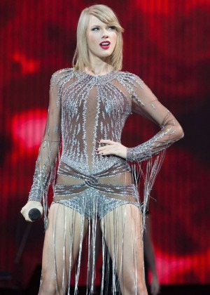 Taylor Swift - Performing at BBC Radio 1's Big Weekend in London