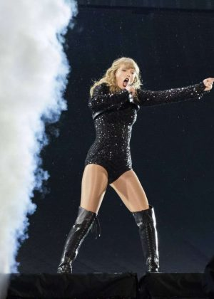 Taylor Swift - Performing at MetLife Stadium in New Jersey