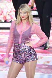 Taylor Swift - Performing on 'Good Morning America' in NYC