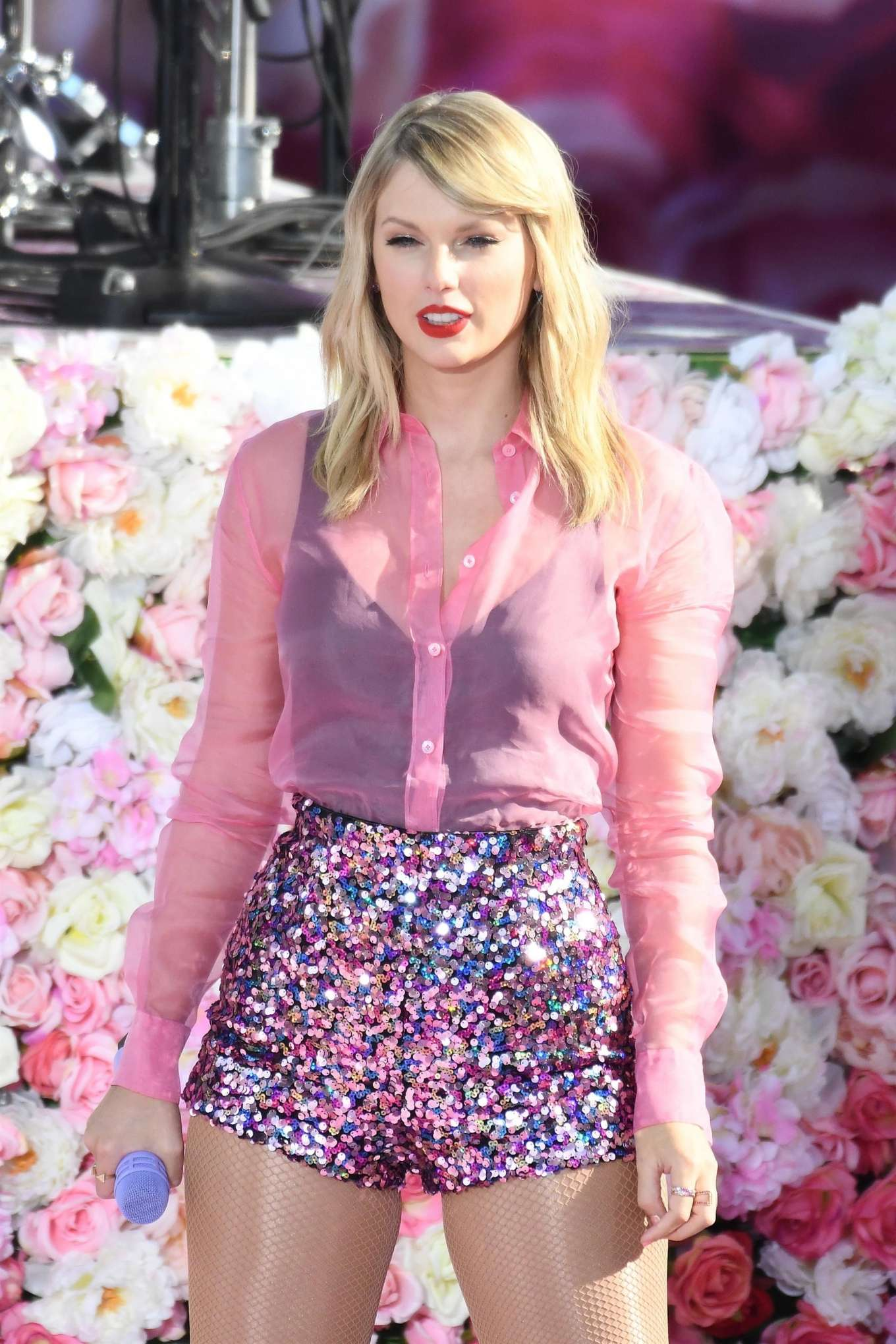 Taylor Swift 2019 : Taylor Swift – Performing on Good Morning America in NYC-12