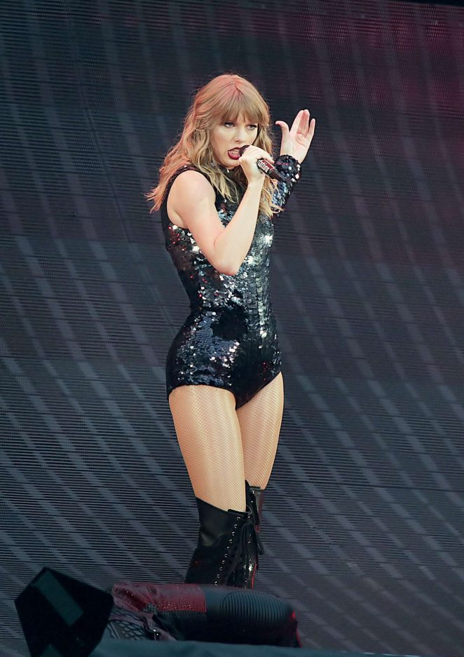 Taylor Swift - Performing on her 'Reputation World Tour' in Manchester
