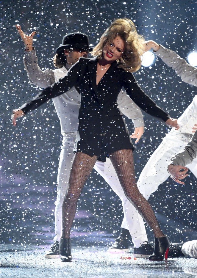 Taylor Swift - Performs at 2015 BRIT Awards in London