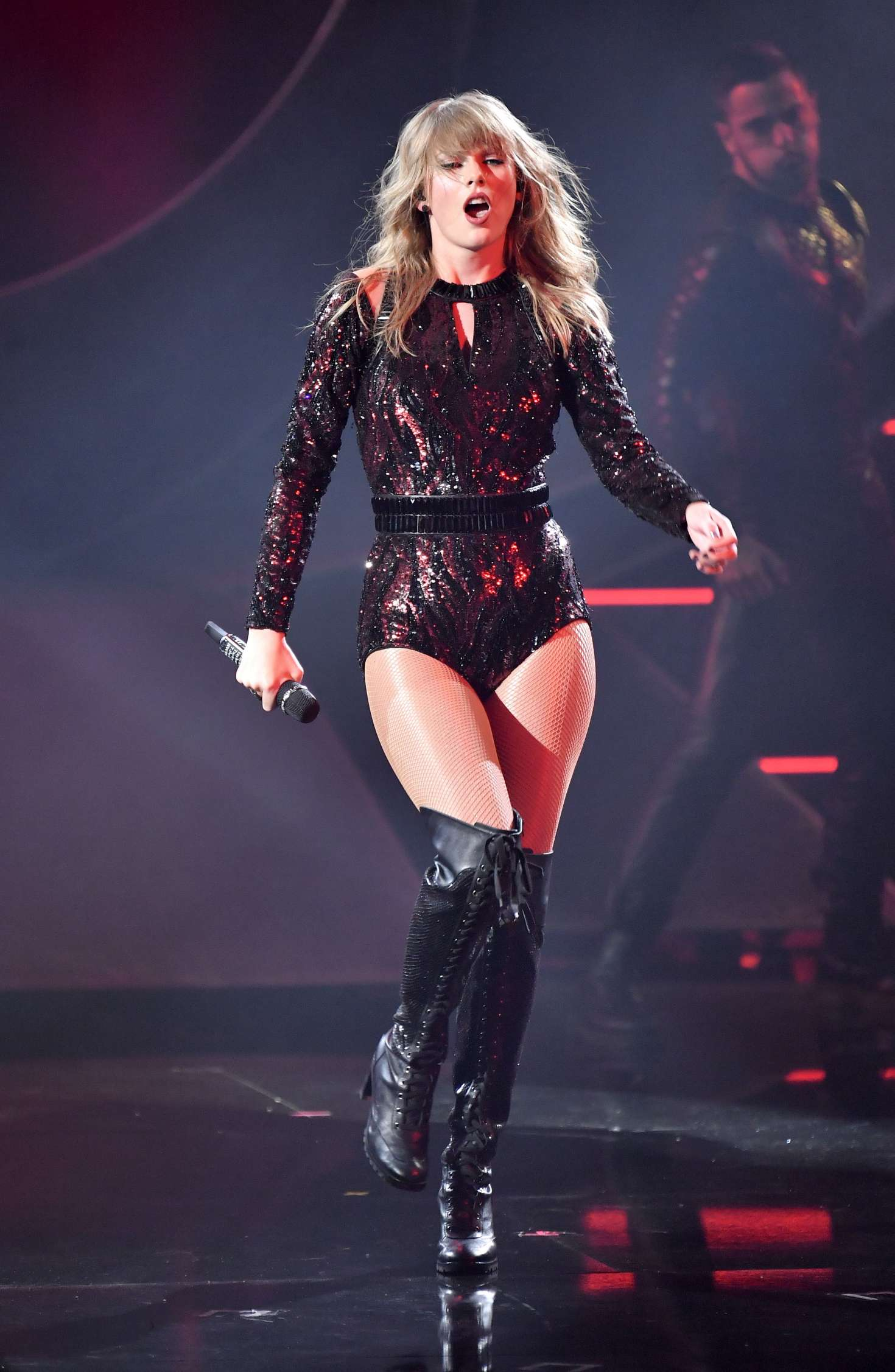 Taylor Swift Performs At 2018 American Music Awards 18 Gotceleb