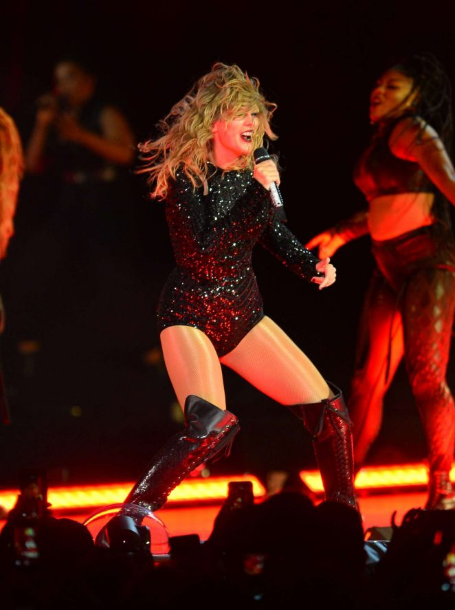 Taylor Swift - Performs at her reputation Stadium Tour in Miami