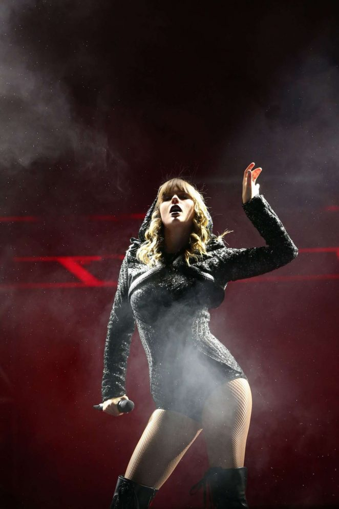 Taylor Swift - Performs at Reputation Stadium Tour in Auckland