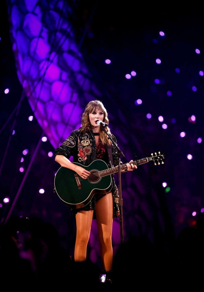Taylor Swift – Performs at Reputation Stadium Tour in Houston