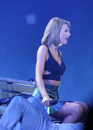 Taylor Swift Performs At The 1989 World Tour In Adelaide-01