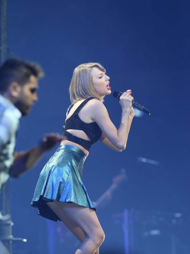 Taylor Swift Performs At The 1989 World Tour In Adelaide