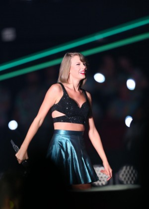 Taylor Swift Performs At The 1989 World Tour In Adelaide-03