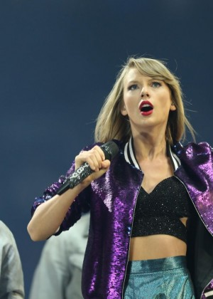 Taylor Swift Performs At The 1989 World Tour In Adelaide-05