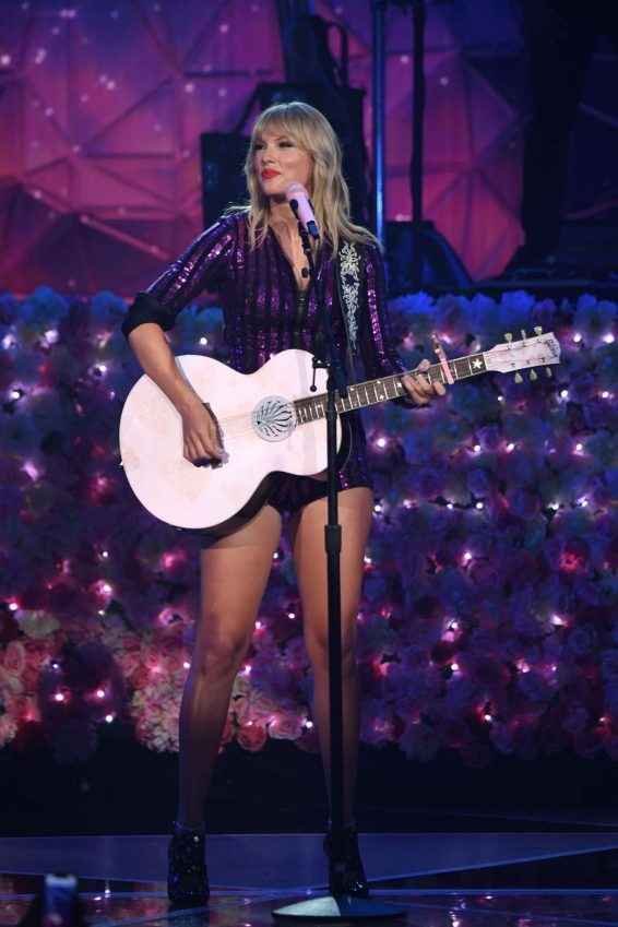 Taylor Swift 2019 : Taylor Swift – Performs at the Prime Day Concert Presented By Amazon Music-04