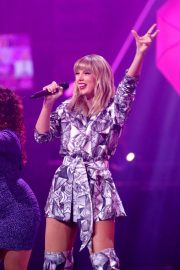 Taylor Swift - Performs on stage during the gala of Alibaba in Shanghai