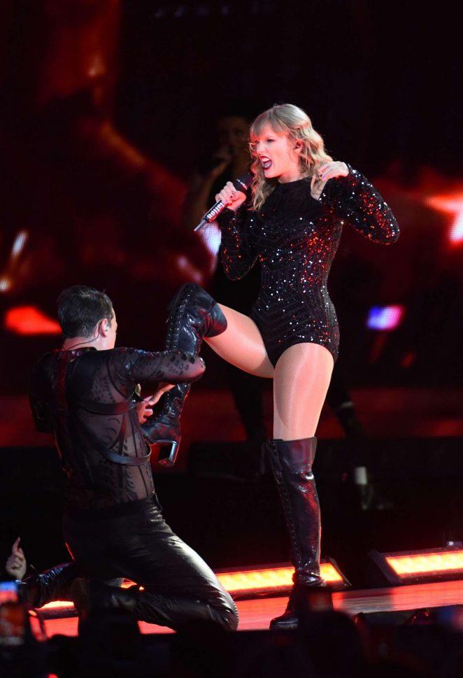 Taylor Swift - Reputation Stadium Tour in Pittsburgh