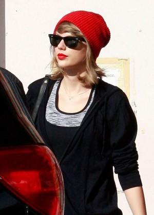 Taylor Swift - Seen out in Los Angeles