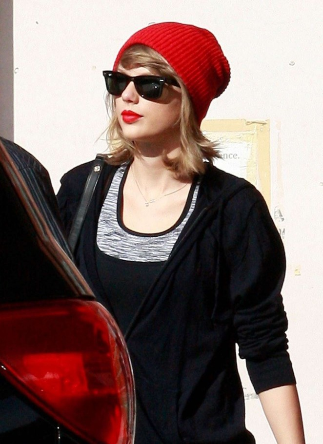 Taylor Swift – Seen out in Los Angeles
