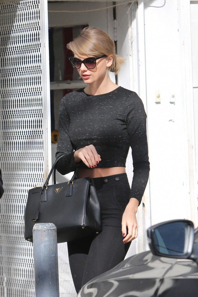 Taylor Swift - Shopping at Brandy Melville on Venture Boulevard
