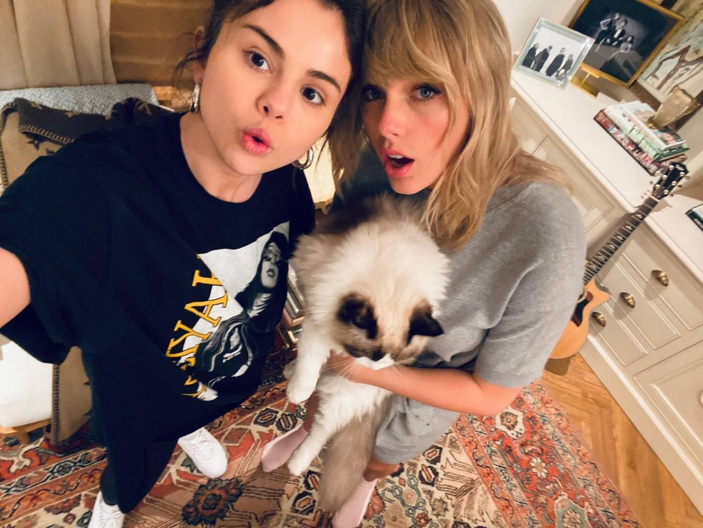 Taylor Swift 2021 : Taylor Swift – Social media-08
