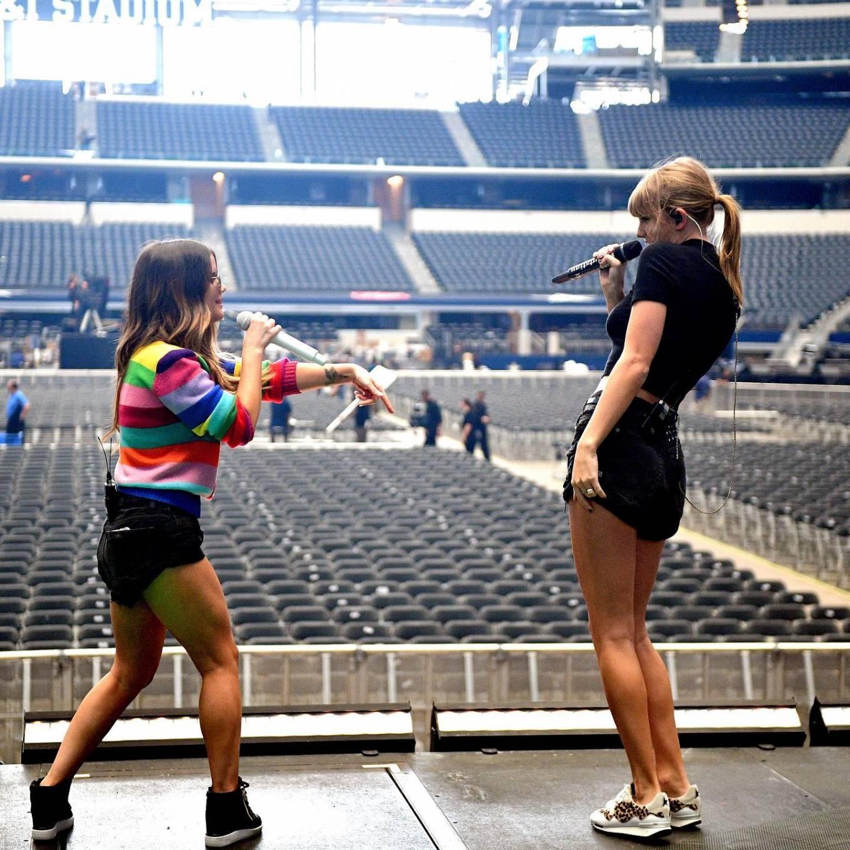 Taylor Swift 2021 : Taylor Swift – Social media-09