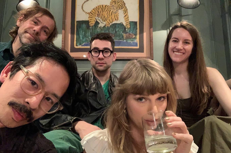 Taylor Swift 2021 : Taylor Swift – Social media-14