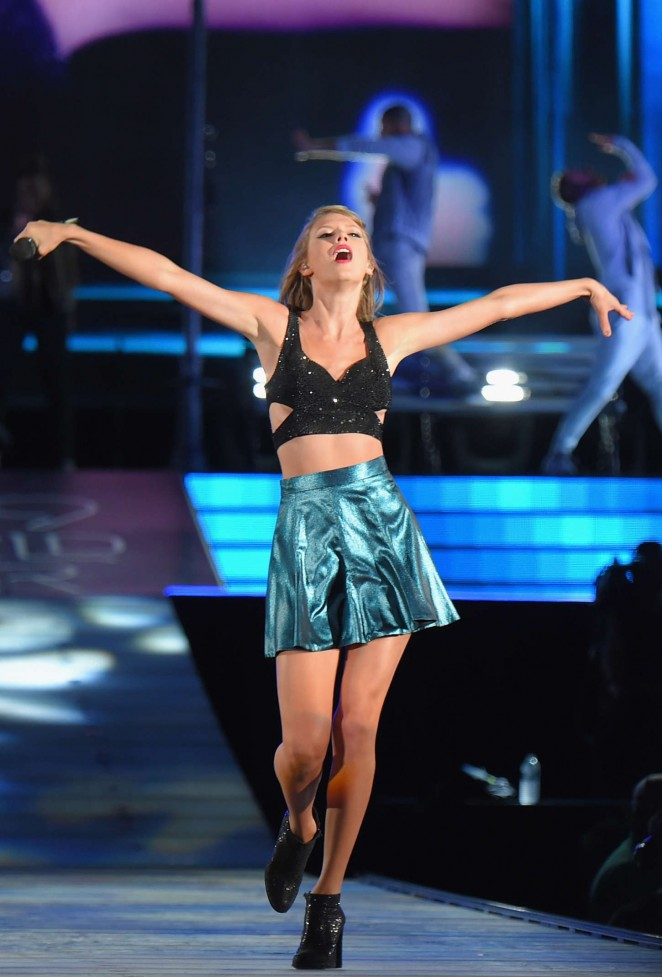 Taylor Swift - 'The 1989 World Tour' in Foxboro