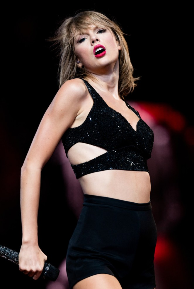 Taylor Swift - 'The 1989 World Tour' in Los Angeles