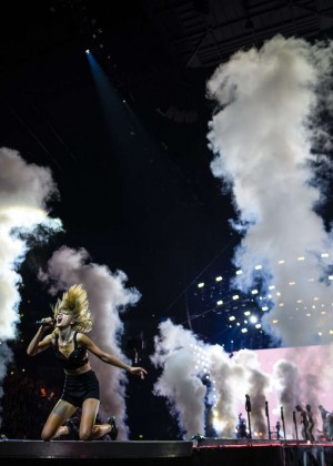 Taylor Swift: The 1989 World Tour Night 1 in Cologne -03