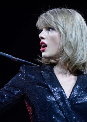 Taylor Swift: The 1989 World Tour Night 1 in Cologne -04