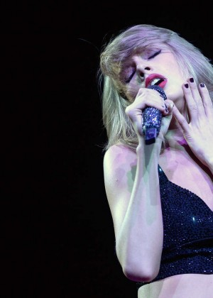 Taylor Swift: The 1989 World Tour Night 1 in Cologne -07