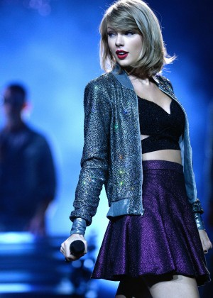 Taylor Swift: The 1989 World Tour Night 1 in Cologne -08