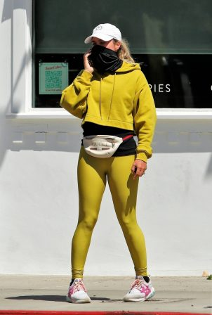 Teddi Mellencamp - Seen picking up food in Studio City