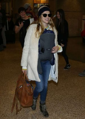 Teresa Palmer - Arriving at Salt Lake City Airport