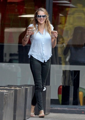 Teresa Palmer in Tight Jeans -12