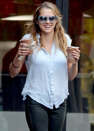 Teresa Palmer in Tight Jeans -15